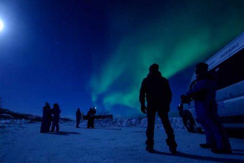 Op zoek naar het noorderlicht per minibus Snowhotel Kirkenes